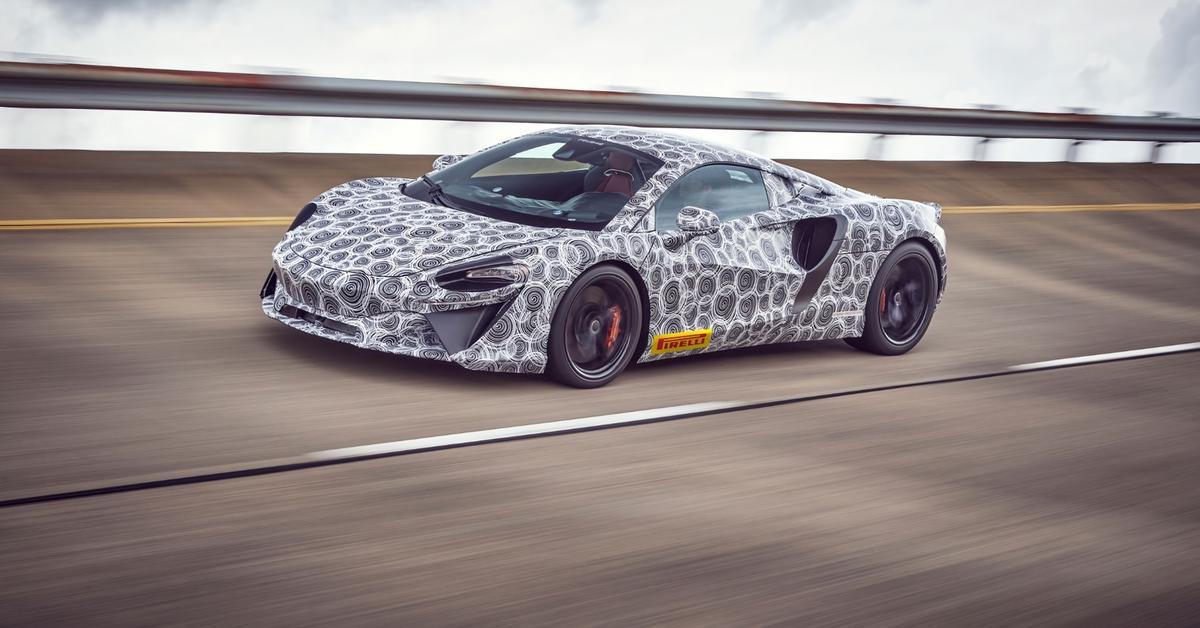 Начальный гибрид McLaren выйдет в следующем году