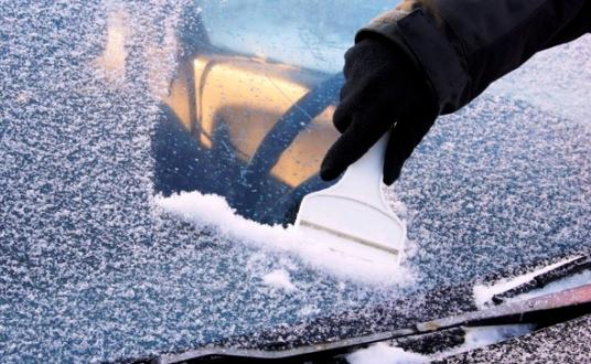 Как очистить стекла автомобиля от наледи